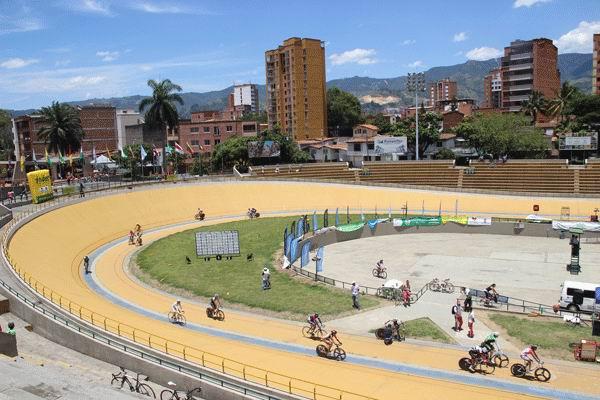 Invitados pedalistas cubanos al Festival de Ciclismo de Pista en Medellín
