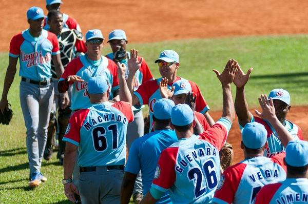 Los Tigres de Ciego de Ávila alcanzaron victoria (5x2) ante los Piratas de la Isla de la Juventud. Foto: Calixto Llanes