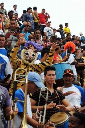 Seguidores del equipo Ciego de Ávila apoyando su equipo en la semifinal de la 51 SNB. Foto: Armando Contreras Tamayo