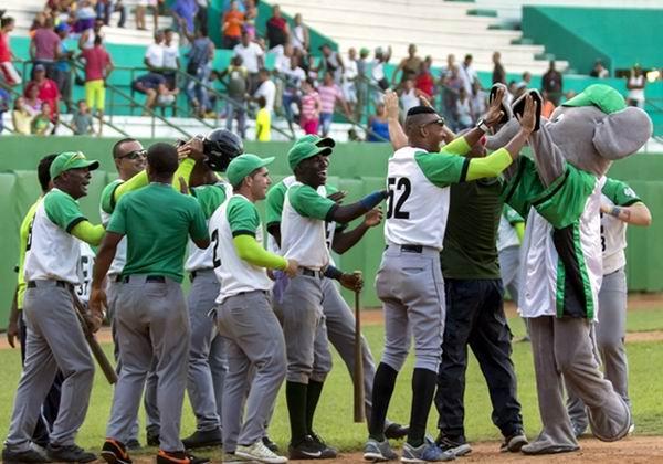55 Serie Nacional de Béisbol: Cienfuegos ardientes. Foto: Aslam Castellón
