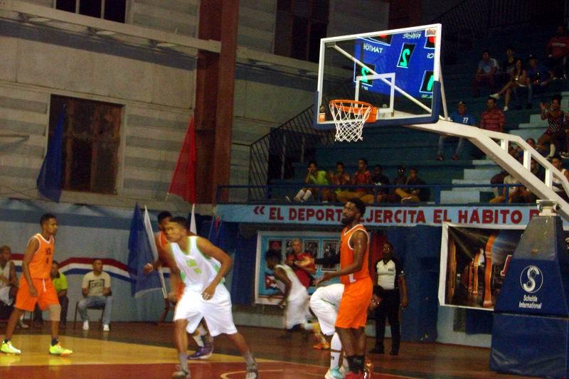 Baloncesto suspendido por lluvia en sala de Ciego de Ávila