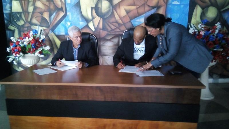 Holguinero Cáceres firma con los Indios del Bóer