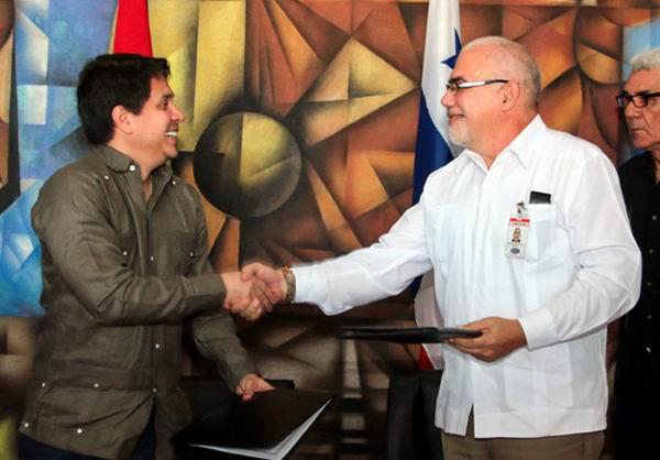 Antonio Becali Garrido y Mario Pérez González, Director del Instituto Panameño del Deporte de la República de Panamá. Foto: Roberto Morejón
