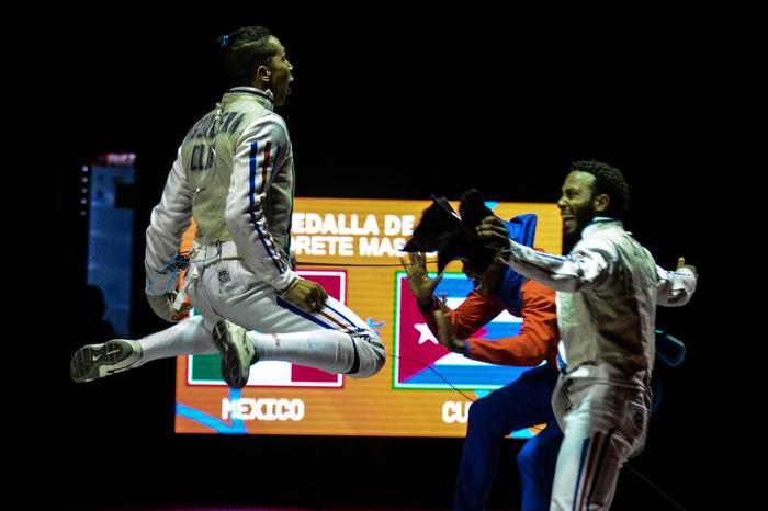 El equipo de Cuba de florete masculino, ganó la medalla de Oro, en los XXIII Juegos Centroamericanos y del Caribe, en el Centro de Eventos Puerta de Oro, en Barranquilla, Colombia, el 2 de agosto de 2018. ACN FOTO/Marcelino VÁZQUEZ HERNÁNDEZ