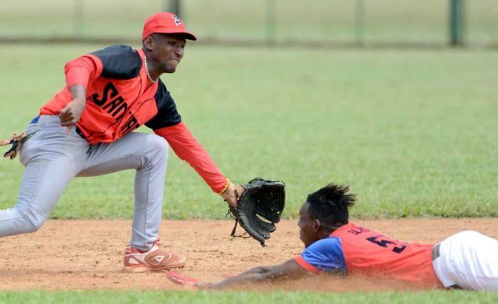 Cienfuegos, Granma y Santiago lideran Sub 23 de béisbol