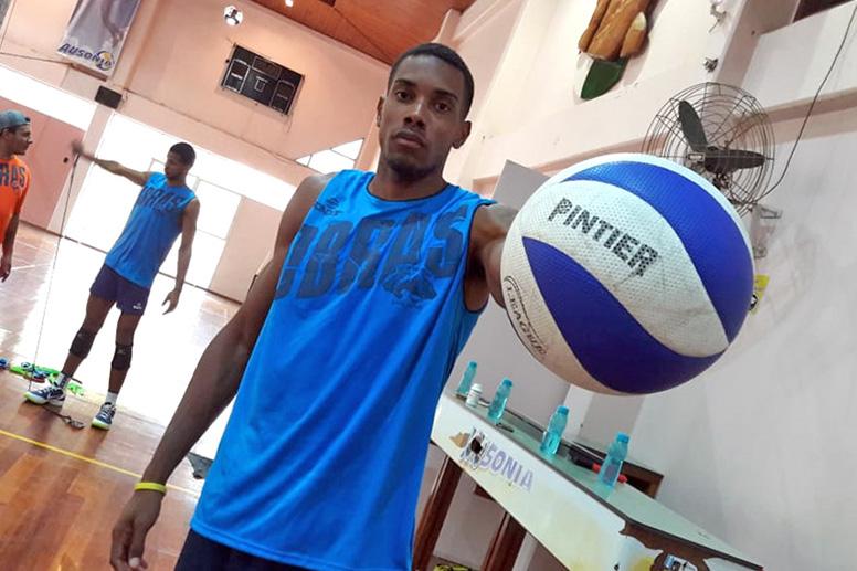 Jugador cubano se incorpora a la Liga Argentina de voleibol