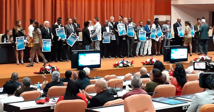 Premia Díaz-Canel a los atletas más destacados del 2018 en Cuba