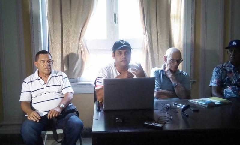 Sesionó reunión mensual del espacio Béisbol de Siempre