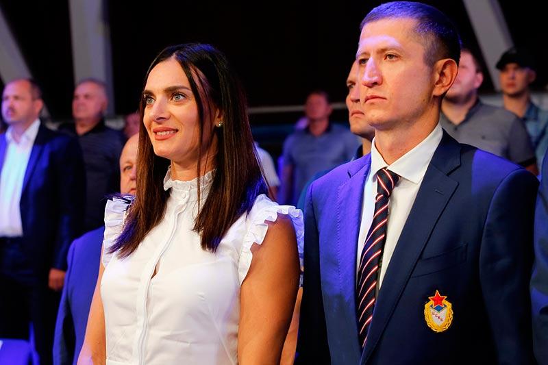 Con la presencia de la mejor pertiguista de la historia, Yelena Isinbayeva, el equipo ruso de boxeo venció al de Cuba. Foto: Sitio rusboxing.ru
