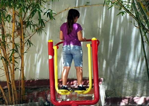 En Cuba se han creado parques para la práctica de ejercicios físicos. Foto Abel Rojas