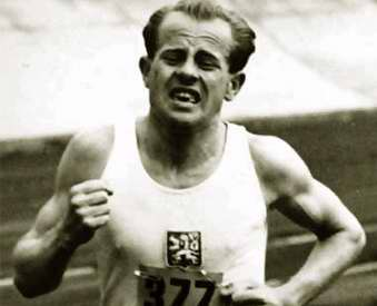 Emil Zátopek, fondista checoslovaco ganador de cuatro medallas de oro ...