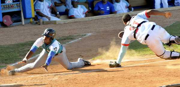 Gran Final de la Serie de Béisbol cubana entre Piratas y Tigres. Foto: Trabajadores