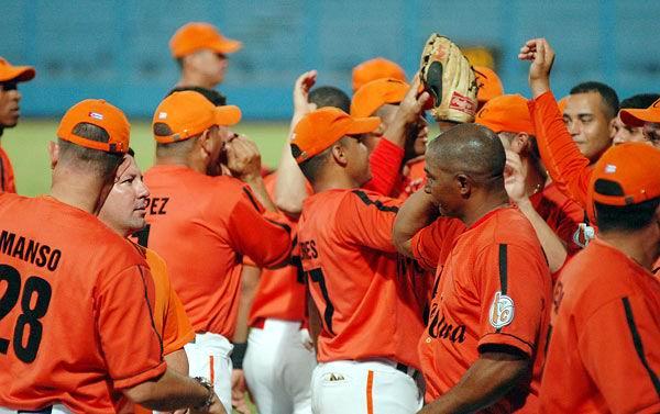 A pesar de caer contra Santiago de Cuba, el equipo de Villa Clara consiguió su boleto para la segunda vuelta.Foto: Juan Moreno