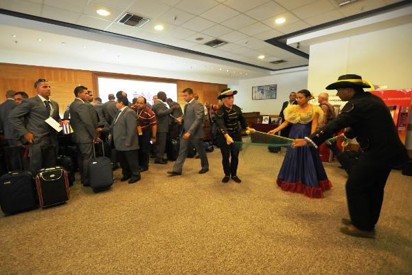 A su llegada a Margarita, una acogida artística tradicional. Foto Avelino Rodríguez
