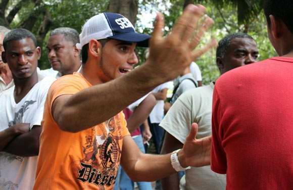 Peña deportiva del Parque Central en el municipio de Centro Habana. Foto: Cubadebate.