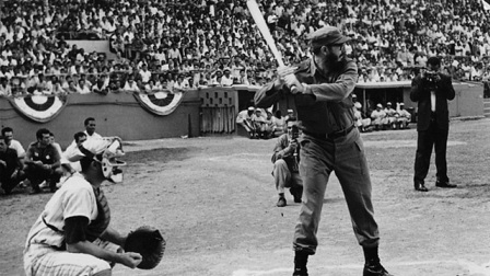 Fidel Castro en la inauguración de la Primera Serie Nacional de Bésibol de Cuba