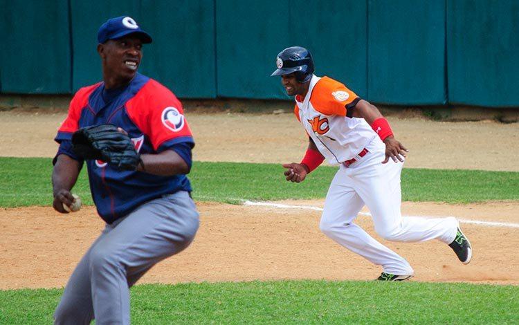 Los lanzadores camagüeyanos estuvieron lejos de su mejor control. Foto: Carolina Vilches