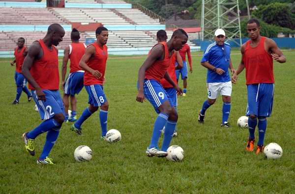 El fútbol cubano se dispone en este año 2013 a organizar campeonatos nacionales con 16 equipos