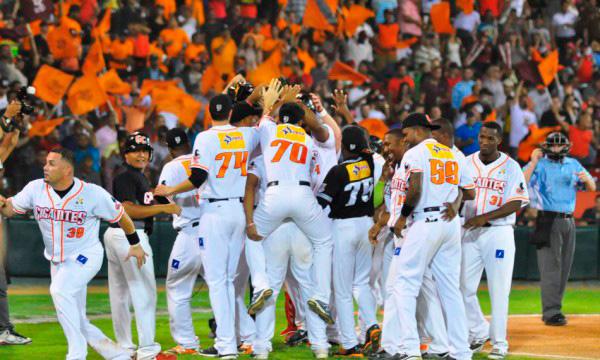 Gigantes del Cibao siguen al frente del Béisbol en Dominicana