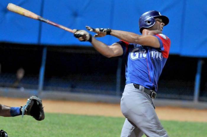 Guillermo Avilés despertó de su letargo ofensivo y disparó par de cuadrangulares. Foto: Ricardo López Hevia