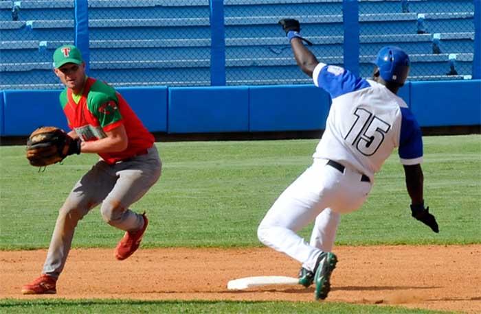 Granma e Industriales evitan la barrida en Serie Nacional de béisbol
