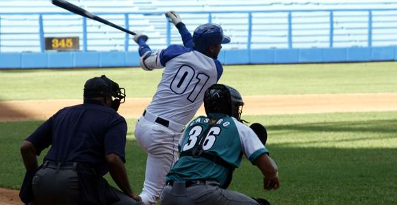 Cuban baseball: Industriales on the brink of collapse