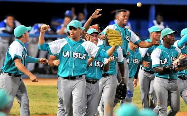55 Serie Nacional de Béisbol: Piratas alcanzan primer triunfo. Foto Ricardo López Hevia