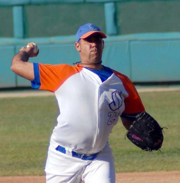 Ismel Jiménez, lanzador del equipo de pelota de Sancti Spíritus. Foto: Oscar Alfonso Sosa/AIN