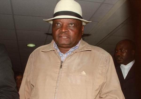 El técnico del equipo olímpico keniano de atletismo, Michael Rotich, acusado por dos medios de haber reclamado un soborno a cambio de informaciones sobre controles antidopaje, va a ser investigado penalmente