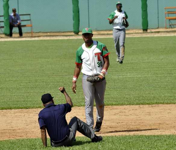 Béisbol Sub-23: 17 días después... Santiago de Cuba cae por primera vez