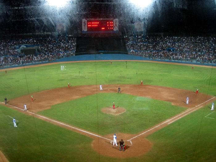 50 mil personas en la semi-final de la 57 Serie Nacional de Béisbol, en el Latinoamericano. Foto: Guillermo Rodríguez Hidalgo-Gato