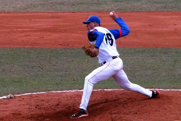Lázaro Blanco, lanzador ganador del primer juego entre los equipos Granma y Ciego de Ávila. Foto: Armando Ernesto Contreras