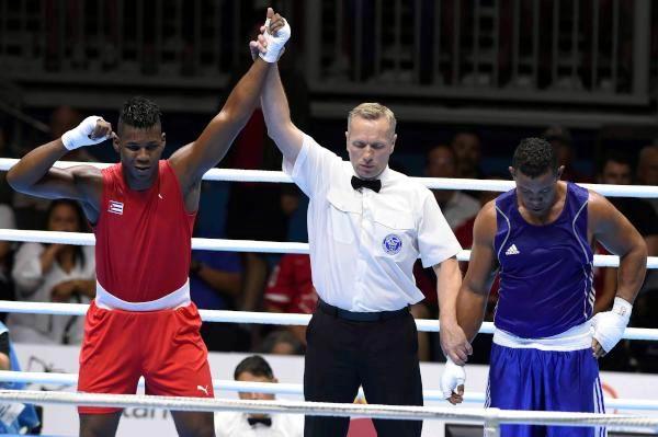 El cubano Lenier Peró (rojo), ganador de la medalla de oro al derrotar al venezolano Edgar Muñoz, en la final de la división de más de 91 kilogramos del boxeo, en el Centro Deportivo de Oshawa, correspondiente a los XVII Juegos Panamericanos de Toronto, Canadá, el 25 de julio de 2015. AIN FOTO/ Roberto MOREJÓN