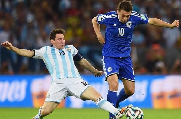 Se despega Messi en la encuesta de Prensa Latina