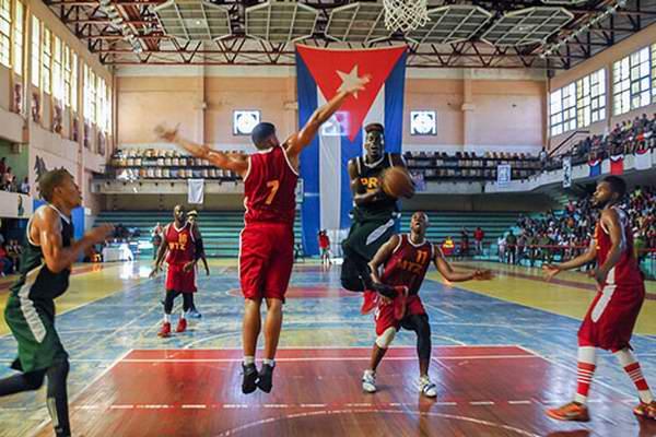 Liga Superior de Baloncesto: Maquinaria contra la pared