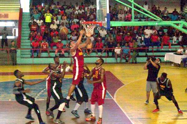Liga Superior de Baloncesto: Maquinaria contra la pared . Foto: Guillermo Rodríguez
