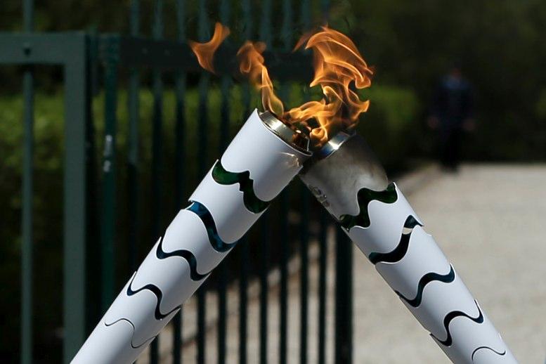 Recibe Rio de Janeiro el fuego Olímpico en Atenas