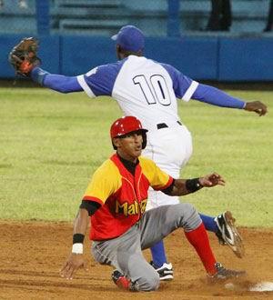 Matanzas lidera la cima del campeonato cubano de béisbol. Foto: José Luis Anaya