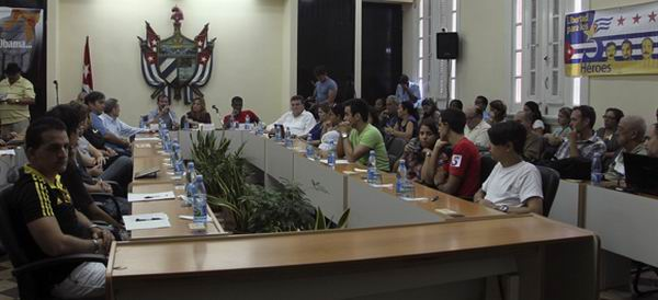 Cuban Hero Presents Case of The Five to U.S. Youth