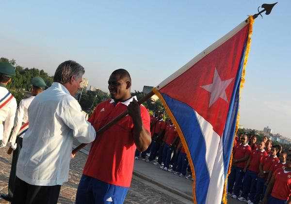 Mijaín López, abanderado de la delegación cubana a Londres 2012. Foto AIN