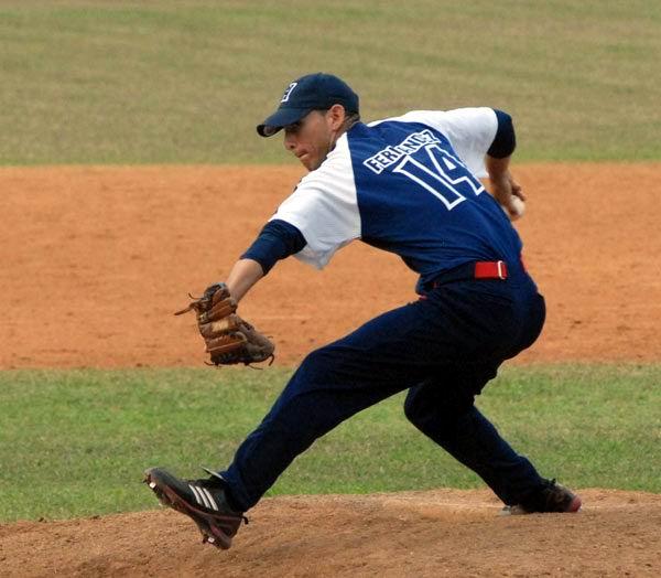 El lanzador derecho Pablo Millán Fernández (162) es uno de los más destacados relevistas de la Serie Nacional de Béisbol. Foto Diosladys Pena