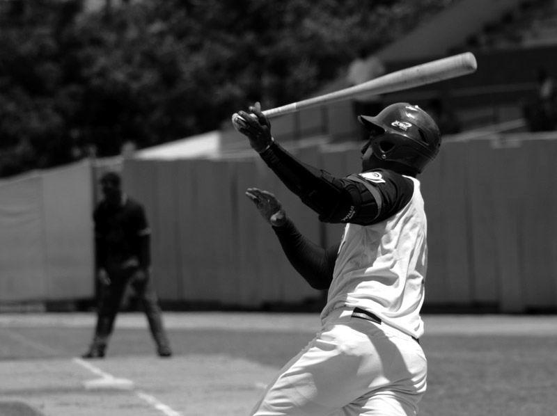 Alexander Ayala, es uno de tres bateadores que estuvo en el último equipo camagüeyano que jugó en postemporada. Rafael Lastre (debutaba) y Héctor Hernández. Foto: Rodolfo Blanco