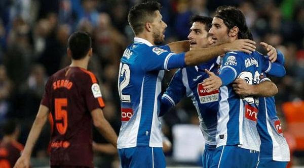 Los periquitos de Espanyol bajan del Olimpo al Barcelona