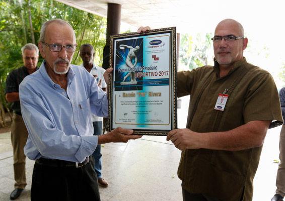 Premio Nacional de Periodismo deportivo a la Obra de la Vida en 2017. Foto: Calixto Llanes