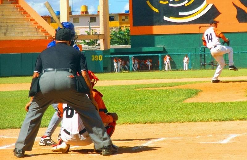 Robelio Carrillo (5-0) nulificó a los Gallos de Sancti Spíritus. Foto: Yirsandy Rodríguez Hernández