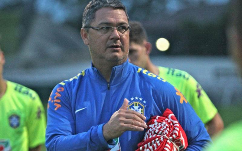 Técnico Rogerio Micale, quien anunció dos cambios respecto a la lista divulgada dos semanas atrás.