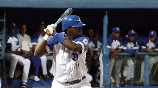 Cuadrangular de Rudy Reyes dio victoria a Industriales frente a Holguín. Foto: Reynier Batista