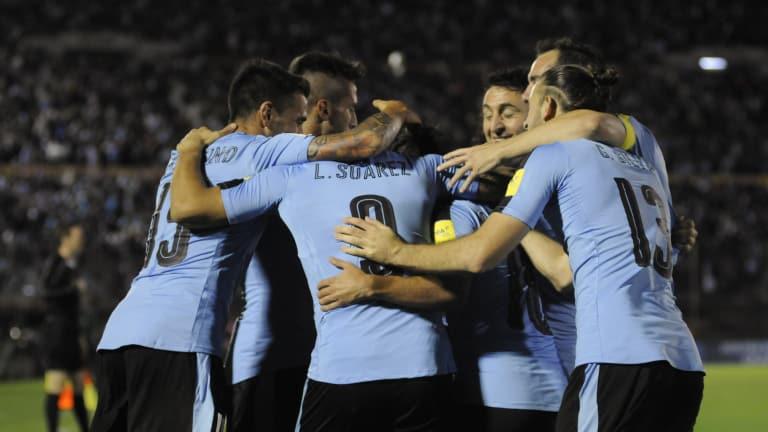 Uruguay pasa a octavos de final y sepulta las esperanzas de Arabia