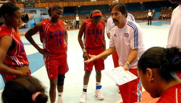 Victoria de Cuba en triangular de baloncesto