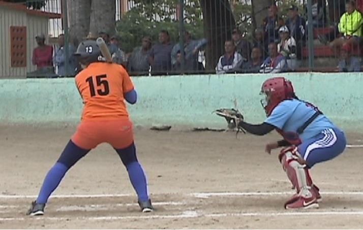 Nacional de softbol femenino: Naranjas profetas en su tierra